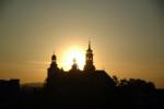 Kolegiata Brzozowska o zachodzie słońca- powiększ