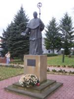 pomnik  Św. Józefa Sebastiana Pelczara przy Kolegiacie Brzozowskiej
